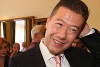 Okamura vydělává víc než Babiš! Co ještě odhalil povinný majetkový striptýz zákonodárců?
