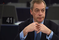 """Další """"zbabělec"""" po brexitu? Šéf UKIPU a euroskeptik Farage ohlásil rezignaci"""