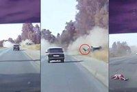 Z auta vylétla holčička na silnici: Hororovou nehodu zachytila kamera