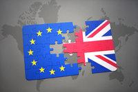 EU tlačí na Brity: Do unijní kasy koukejte platit ještě čtyři roky po brexitu