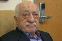 Erdogan se nevzdává: Na duchovního Gülena vydal zatykač, znovu žádá vydání