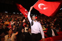 """Zachránilo Řecko turecké vojáky? Pošle je do vězení za """"nelegální vstup"""""""