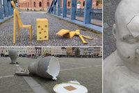 V Budějovicích si umění v ulicích neváží: Vandal už zase zničil sochu v centru města