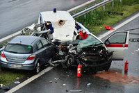 Bagr na dálnici D5 urval kus mostu, ten rozdrtil sanitku napadrť