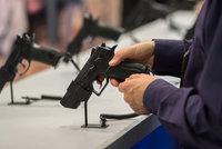 Černošky v USA nakupují zbraně. Po zvolení Trumpa se prý bojí útoků
