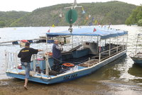 Na Slapech se potopila loď s až 60 lidmi, policie vyšetřuje nehodu jako obecní ohrožení
