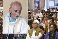 Za podříznutého kněze se přišli pomodlit muslimové. Na mši jich byla stovka