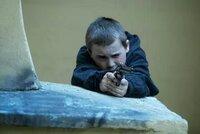 Malý Čech (11) mířil v Anglii airsoftovou zbraní na lidi: Před soudem ze země utekl domů