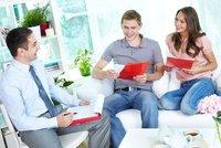 Levné hypotéky zpřísní: Češi místo dovolených obíhají banky