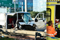 Vážná nehoda zablokovala D1 v Praze: Ředitel pražské záchranky pomáhal zraněným