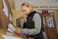 Nezaměstnanost v Česku znovu klesla. Firmy marně hledají lidi