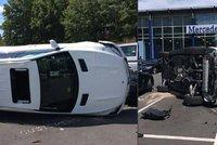 Nebezpečná kombinace: Začátečnice za volantem a luxusní SUV. Spoušť na parkovišti udělala za 6 vteřin