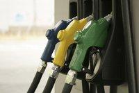 Benzin zlevnil pod 31 korun, nafta je i za 29. Nejlevněji je na Pardubicku