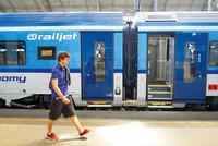 Holčička (†3) vypadla z vlaku Českých drah. Přes 700 vozů čekají změny