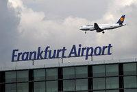 Silná bouřka už zastavila provoz na letišti ve Frankfurtu. Sledujte radar