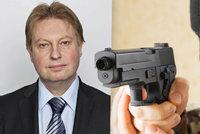 Hrozil poslanci s pistolí u hlavy. Policie muže obvinila, může sedět až tři roky