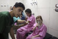 Asadův režim v Aleppu zranil chlorem 40 dětí, tvrdí lidskoprávní organizace