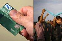 """Brusel rozdá uprchlíkům v Turecku platební karty s penězi. A """"nášup"""" každý měsíc"""