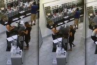 Ženě vybuchla elektronická cigareta ve vuittonce, z kabelky stoupal dým jako ze sopky