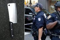 Muž v USA vzal na strážníka sekáček na maso! Policisté po něm 18krát vystřelili