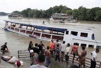 V Thajsku se převrhla loď s turisty. Mezi nejméně 12 mrtvými je i dítě