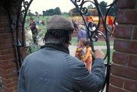 Opilý senior onanoval u dětského hřiště v Opavě: Skrýval se v křoví