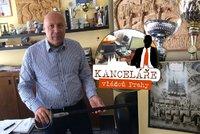 6f3160d6e Kancelář starosty Prahy 1: Ukrývá obraz s mimozemšťany, poháry a šavli. A  jeho partnerku?