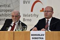 Česku se daří, ale co z toho máme? Sobotka: Na nižší daně zapomeňte