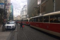 Kolaps dopravy v centru: Tramvaje měly i 30 minut zpoždění. DPP proto zkrátil linku 12, prodloužil interval u linky 17