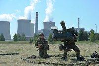 Temelín obklopili vojáci s raketami. Chystají se na útok teroristů