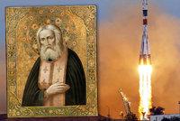Do kosmu letí mrtvý ruský mnich a mystik Serafim. Přibrala ho nová posádka ISS