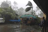 Tajfun na Filipínách: Zabil nejméně čtyři lidi a tisíce jich vyhnal z domovů