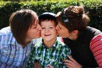 Poslance čeká boj o podobu manželství. Dočkají se gayové práv na děti partnerů?