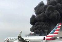 """""""Každý křičel."""" Letadlo se 170 lidmi v Chicagu začalo hořet, 20 zraněných"""