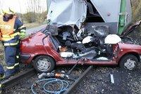 Zázrak! Vlak zdemoloval osobní auto: Řidička vyvázla jen s odřeninami