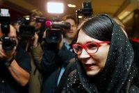 """V šátku muslimů šla k soudu """"snacha"""" ombudsmanky Šabatové. Provokovala cíleně"""