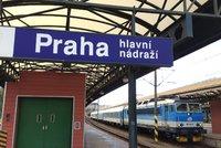 Na hlavním nádraží v Praze nedobrzdil osobní vlak: Na místě jsou dva zranění lidé