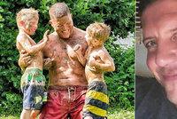 Otec (†43) unesl syny (†4 a †5). Když ho obklíčila policie, zastřelil je a spáchal sebevraždu