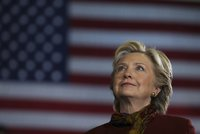 Nechte přepočítat hlasy, máme důkaz o manipulaci, tvrdí vědci Clintonové