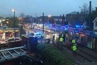 V Londýně vykolejila tramvaj: Nejméně 40 zraněných, 5 lidí je stále uvězněno ve voze