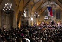 """Zeman """"kopl"""" do Schapira: """"Nepřišel 28. října."""" Podle ambasády ale v sále byl"""