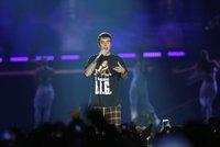 Justin Bieber si bude brát dceru slavného herce! Svědkům žádosti o ruku nechal zabavit mobily