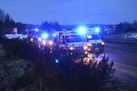 Nehoda kamionu a dodávky za Prahou uzavřela dálnici D10. Autobusy nabíraly zpoždění