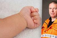 Domácí porod: Matka odmítla po resuscitaci dítěte převoz do špitálu. Bylo to prý jinak