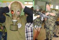 Zbraně, masky i krvácení: Školáky chystají na válku i chemickou katastrofu