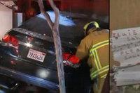 Opilá řidička napálila do domu: Vedle těla chlapce (†5) našli dopis Santovi