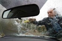 Meteorologové varují řidiče: Vezměte si jídlo a svetry. Hrozí, že zapadnete