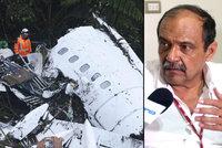 Po pádu letadla s fotbalisty zatkli šéfa aerolinek. Dispečerka prchla ze země