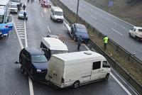 Pozor na ledovku! Hromadné nehody uzavřely české dálnice. Záchranáři hlásí zraněné