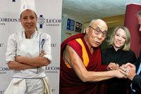 Bursíková místo politiky vaří v Londýně. Uprchlíka dalajlamu má za hrdinu